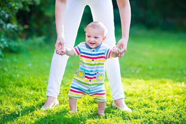 Perkembangan Bayi: Dari Duduk Hingga Berjalan