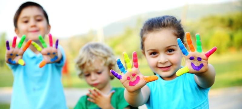 3 Tahapan Tumbuh Kembang Anak dan Jenis Mainannya